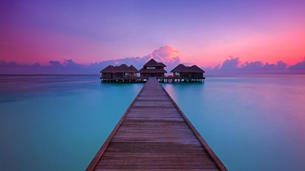 Huvafen Fushi - pier at sunset